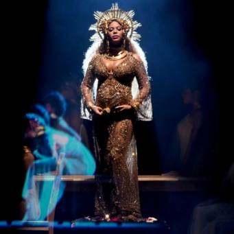 grammys-2017-beyonce-performs-for-the-first-time-since-announcing-shes-pregnant-with-twins-4501